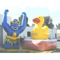 16 Ft Gorilla With Rubber Ducky